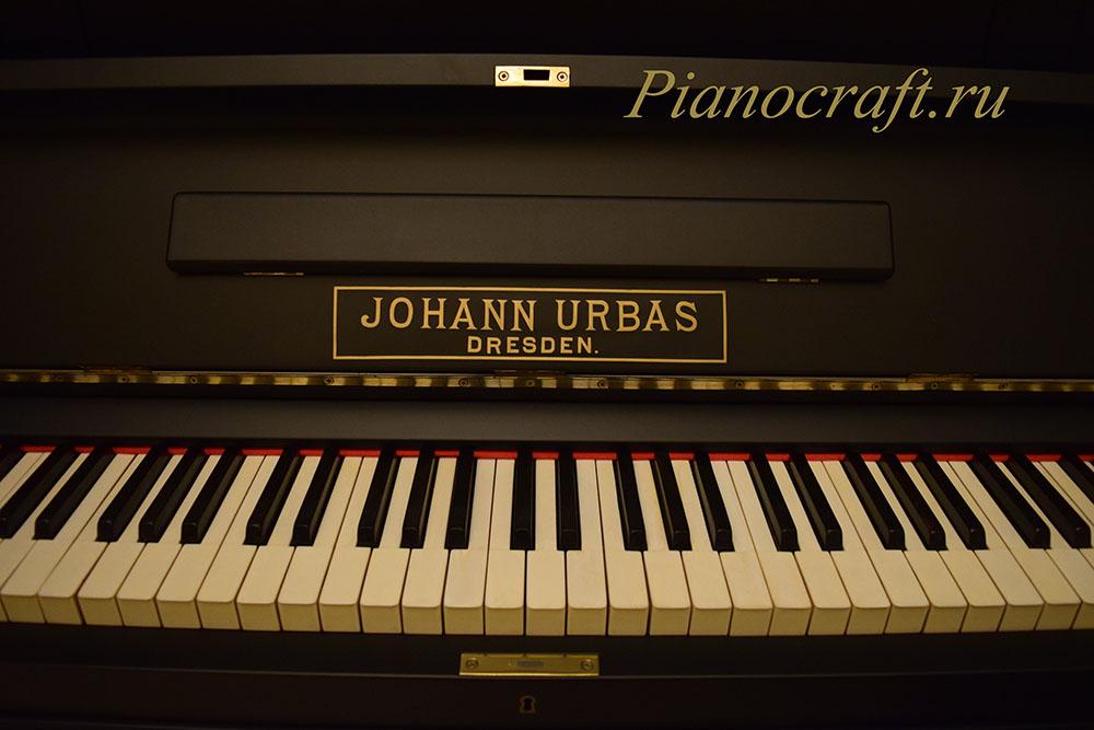 Реставрация пианино JOHANN URBAS отбеливание клавиатуры слоновая кость, черный матовый лак