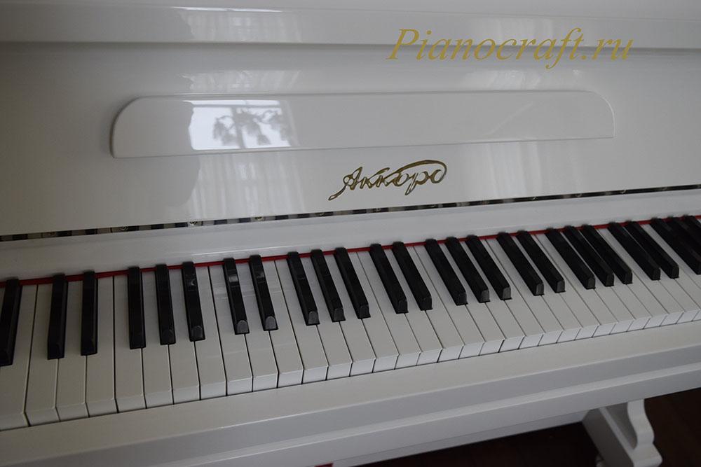 Реставрация пианино Аккорд замена белых клавишных накладок
